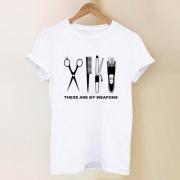 Chic Wit T-shirt met Korte Mouwen Ronde Halslijn en Haarknipmotief
