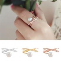 Modern Bergkristal Parel Gekruist Ontwerp Ring