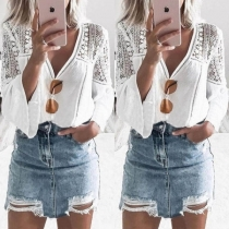 Modern blouse met Kanten Ontwerp Trompetmouwen V-hals en Effen Kleur