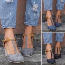 Moderne Schoenen met Contrasterende Kleuren Dikke Hakken en Ronde Neuzen