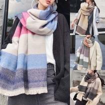 Moderne Geruite Sjaal met Contrasterende Kleuren en Kwastjesrand