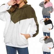 Moderne Pluchen Hoodie met Contrasterende Kleuren Lange Mouwen en Capuchon