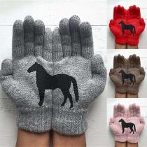 Leuke Gebreide Handschoenen met Motief van een  Zwart Paard