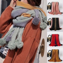 Modern Sjaal met Contrasterende Kleuren en Pompons