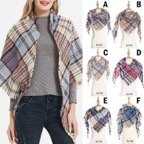 Modern Geruite Driehoekige Sjaal met Kwastjes