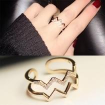 Modern Golvend Gevormde Ring met Ingelegd Strass
