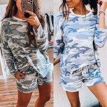 Modern Tweedelig Set bestaand uit een T-shirt met Camouflagepatroon en Lange Mouwen + Shorts