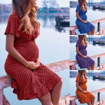 Sexy Zwangerschapsjurk met V-hals Korte Mouwen Ruche aan de Zoom en Puntenpatroon