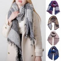 Moderne Sjaal in Contrasterende Kleuren met Franjes