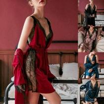 Sexy Tweedelige Nachtkledingset met Kanten Design bestaande uit een Nachtjapon met Vrije Rug Bandjes en V-hals + Badjas