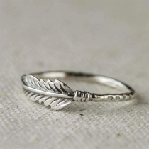 Retro Style Feather Shaped Alloy Ring