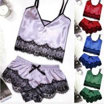 Sexy Nachtkleding Set met Kanten Design bestaande uit een Topje met Vrije Rug V-hals en Bandjes + Short (De maat valt klein)