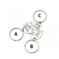 Chique Sleutelhanger Set met Gegraveerde Gebroken Hartjes als Hangers 3 Stuks / Set
