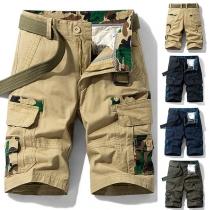 Moderne Knielange Herenshort met Medium Taille en Zijzakken met Camouflagepatroon