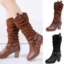 Moderne Laarzen met Dikke Ronde Hakken Gespen en Riemen