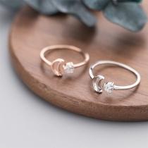Modern Ring met Halve Maan en Ingelegd Strass