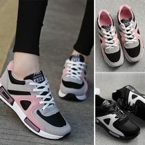 Sportieve Sneakers met Contrasterende Kleuren Platte Hakken en Veters