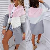 Moderne Gebreide Vest met Contrasterende Kleuren Lange Mouwen en Capuchon