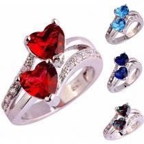 Moderne Ring met Twee Hartjes van Ingelegd Strass