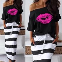 Modern Tweedelig Set bestaand uit een T-shirt met Lippenmotieg + Gestreepte Rok