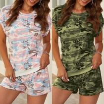 Modern Tweedelig Set met Camouflagepatroon bestaand uit een T-shirt met Korte Mouwen + Shorts