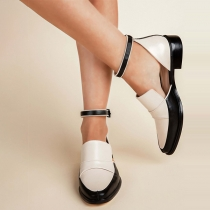 Moderne Schoenen met Spitse Neuzen en Vierkante Hakken