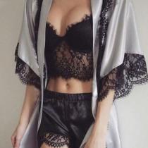 Sexy Driedelig Nachtkledingset met Kanten Design bestaande uit Shorts + Gekropt Topje met Bandjes + Badjas