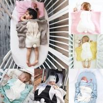 Leuk Pluche Dekentje voor Baby's in Contrasterende Kleuren met Konijnenoren