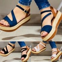 Moderne Sandalen in Contrasterende Kleuren met Dikke Zolen en Open Neus