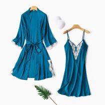 Sexy Nachtkleding Set met Kanten Design bestaande uit een Nachthemd met Bandjes en V-hals + Badjas met Lange Mouwen