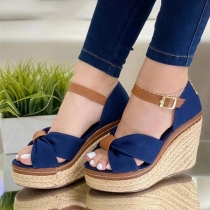 Moderne Schoenen met Open Neuzen Sleehakken en Contrasterende Kleuren