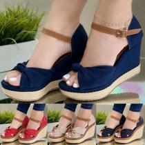 Moderne Open Schoenen met Sleehakken Vrije Tenen en Contrasterende Kleuren
