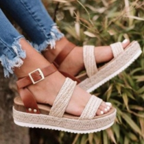Modieuze Sandalen in Contrasterende Kleuren met Dikke Zolen en Vrije Tenen