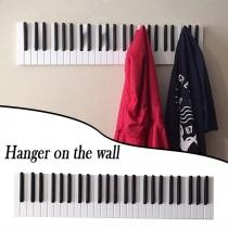 CreatieveWandkapstok van Hout in Pianoform